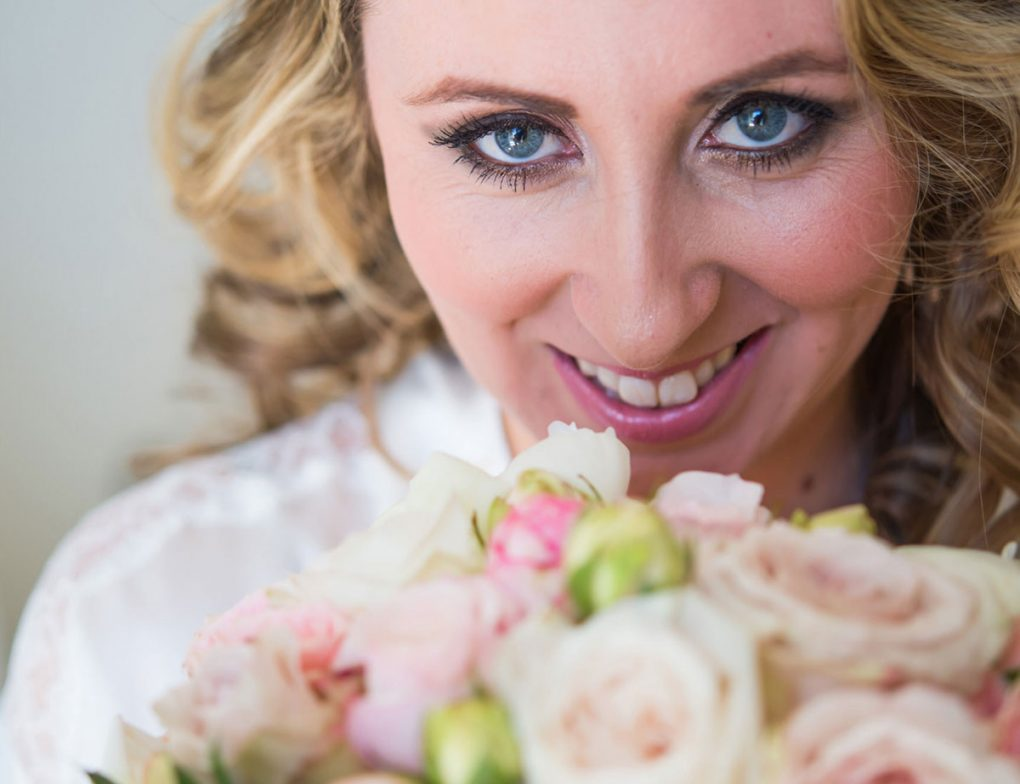 bride-hair-santorini